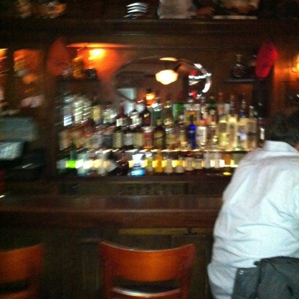Das Foto wurde bei Luke's Bar & Grill von Natalie D. am 3/22/2013 aufgenommen
