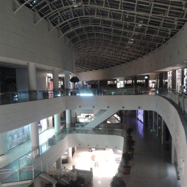Foto tirada no(a) Shopping Palladium por Eduardo M. em 3/23/2013