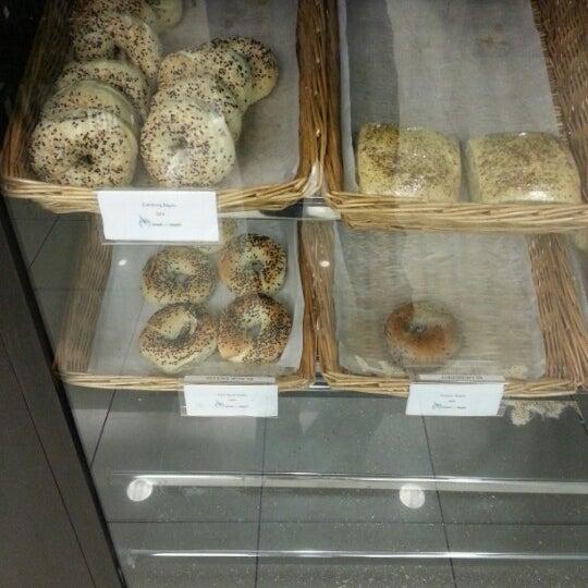 Снимок сделан в Bread and Bagels пользователем Tengku Naquidin 9/28/2012