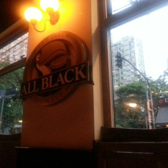 Foto diambil di All Black Irish Pub oleh Luciano P. pada 1/14/2013