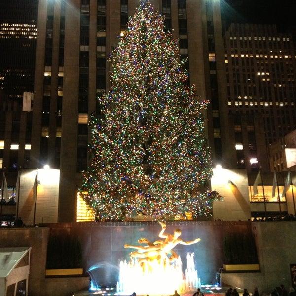 Das Foto wurde bei The Rink at Rockefeller Center von Antonio d. am 12/23/2012 aufgenommen