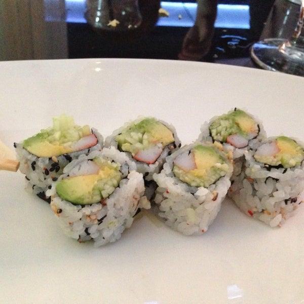 Снимок сделан в Nisen Sushi пользователем Thea K. 7/16/2013