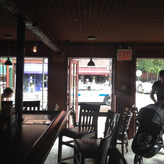 Photo prise au Bar Great Harry par Andrew R. le9/29/2012