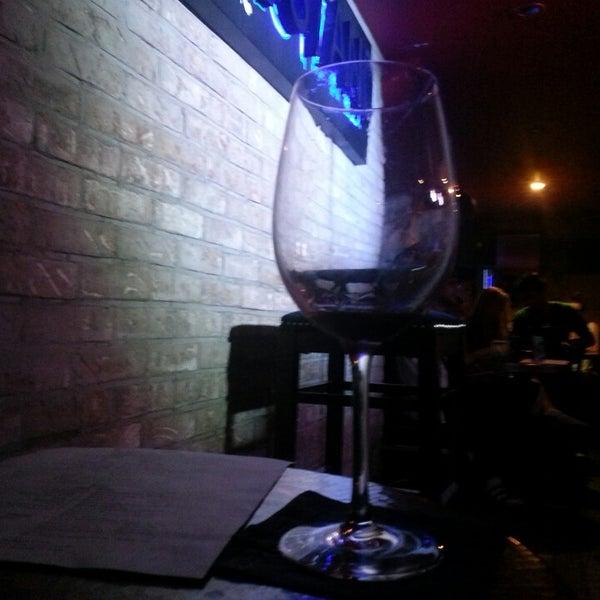 รูปภาพถ่ายที่ The Stand Restaurant & Comedy Club โดย Fluorescent I. เมื่อ 6/17/2013