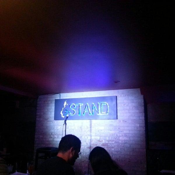 รูปภาพถ่ายที่ The Stand Restaurant & Comedy Club โดย Fluorescent I. เมื่อ 5/18/2013