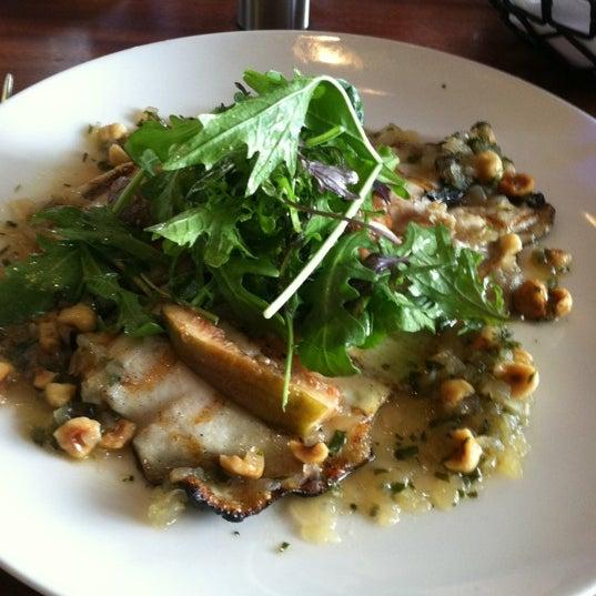 Das Foto wurde bei Fish Story von Techie J. am 10/21/2012 aufgenommen