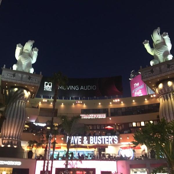 รูปภาพถ่ายที่ Hollywood & Highland Center โดย Eugenia P. เมื่อ 3/27/2016