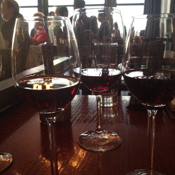 รูปภาพถ่ายที่ The Tangled Vine Wine Bar & Kitchen โดย carisa M. เมื่อ 8/3/2013