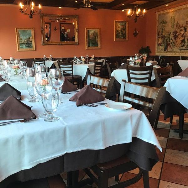 Photo Taken At Avellino 39 S Italian Restaurant By Beatriz Alejandra P On