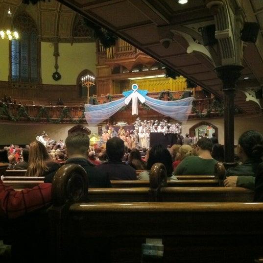 Foto diambil di Fifth Avenue Presbyterian Church oleh MaRiNi🌷 A. pada 12/16/2012