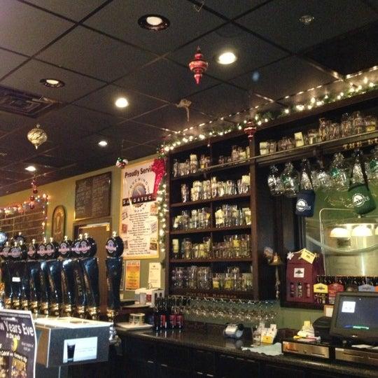 Снимок сделан в Saugatuck Brewing Company пользователем Laura B. 12/23/2012