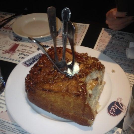 11/17/2012에 Rikki I.님이 Ike's Food & Cocktails에서 찍은 사진