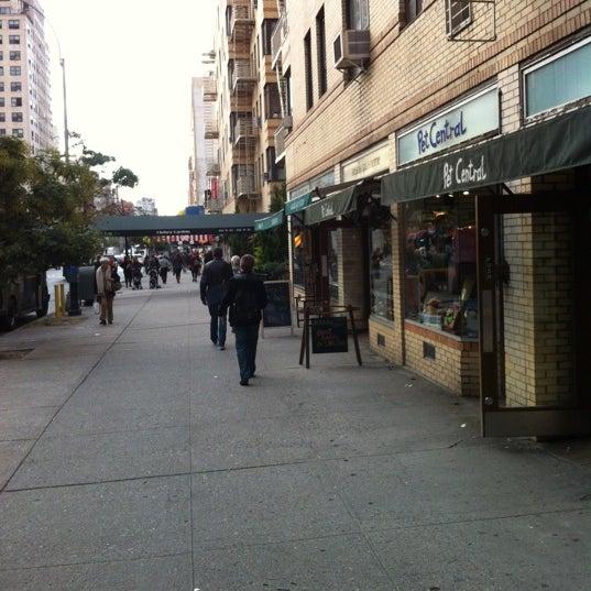 Foto tomada en Ports Coffee & Tea Co. por ZAck L. el 10/17/2012