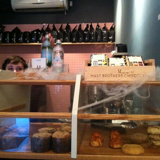 Foto tomada en Ports Coffee & Tea Co. por ZAck L. el 10/22/2012