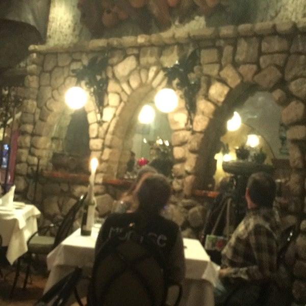 Foto scattata a Restaurante & Bar La Strega da Junior B. il 3/8/2017