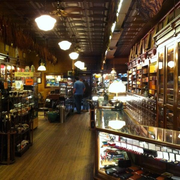 Photo prise au Georgetown Tobacco par Ryan S. le12/31/2012