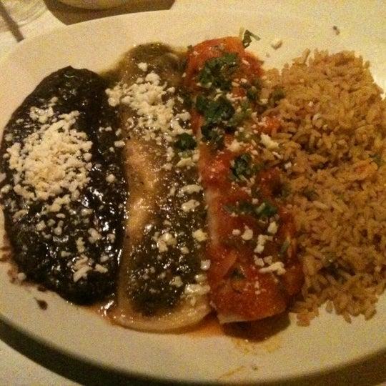 Foto tomada en Cantina Laredo por Veronica R. el 10/28/2012