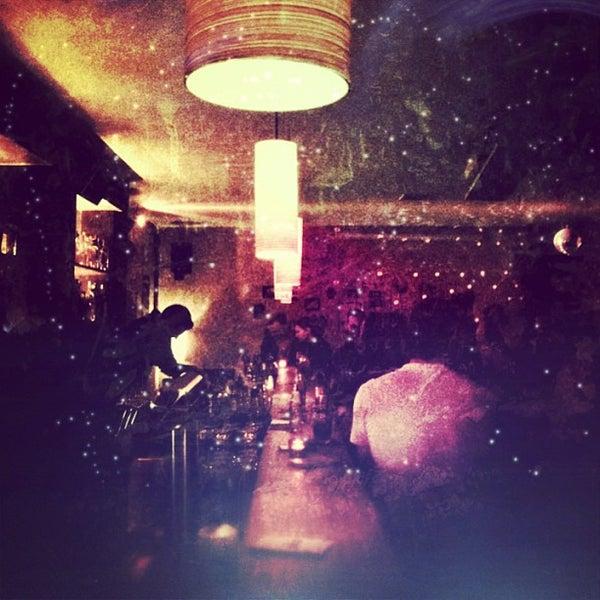 Photo prise au Couch Club par Michael P. le4/20/2013