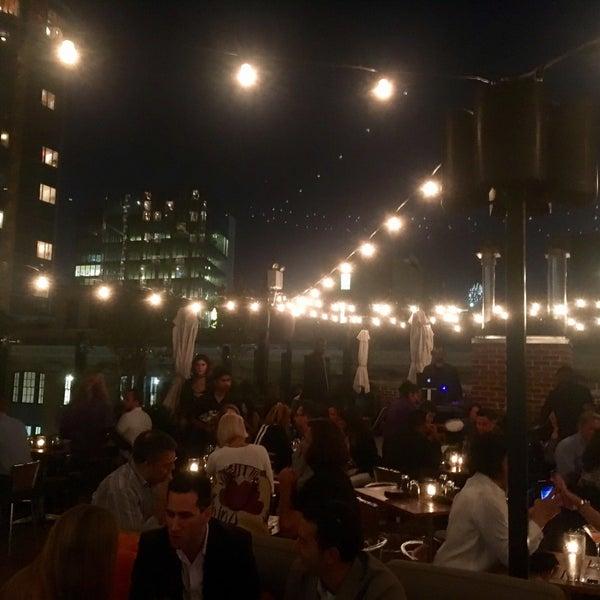 Das Foto wurde bei STK Rooftop von Gabriel R. am 9/17/2016 aufgenommen