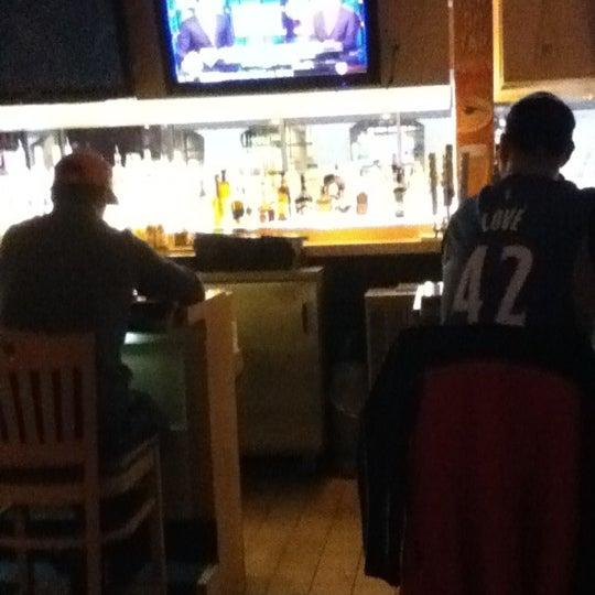 Foto tirada no(a) Huberts Sports Bar & Grill por Carter D. em 11/2/2012