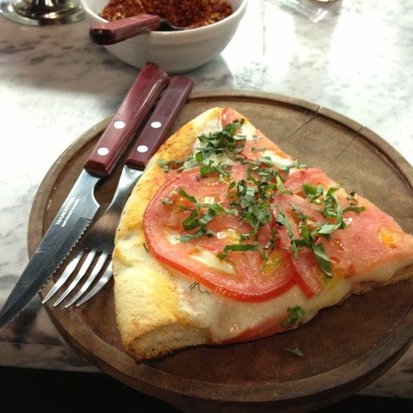 Foto tomada en Central de Pizzas por Pepp Q. el 1/20/2013