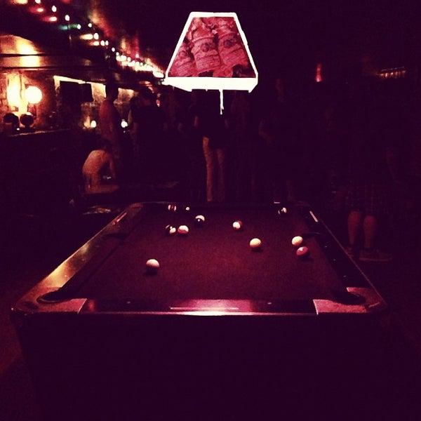 Das Foto wurde bei Nowhere Bar von Rylan H. am 7/7/2013 aufgenommen