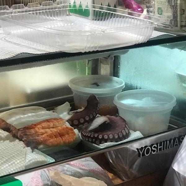 Foto scattata a Sushi-Zen da Mariah D. il 8/8/2018