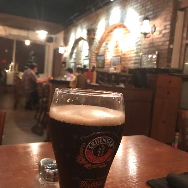 Снимок сделан в Die Stube German Bar & Resto пользователем Erdiajeng M. 12/28/2018