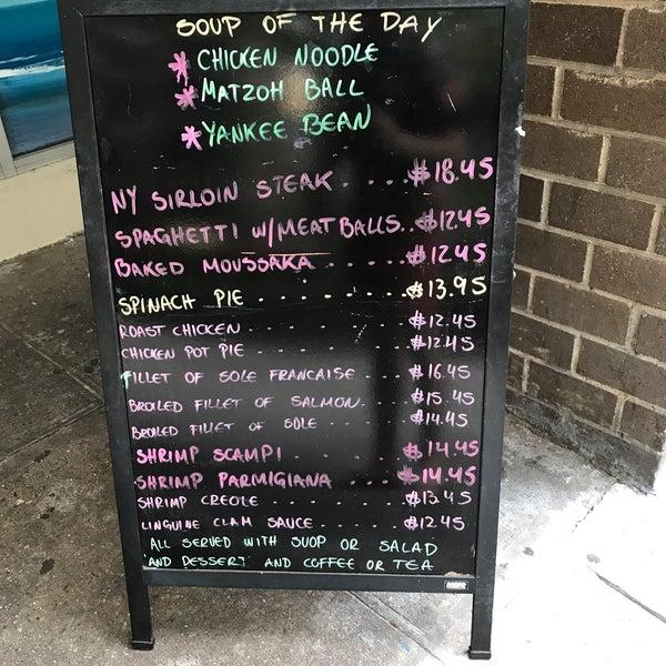 Das Foto wurde bei Squire's Diner von Emre Berge E. am 7/15/2017 aufgenommen