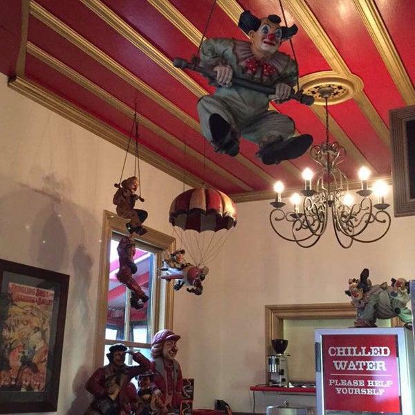 Foto tirada no(a) Circus Circus Cafe por Jesse G. em 11/11/2016