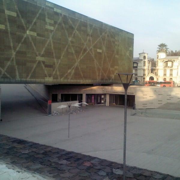 Foto diambil di Museo de la Memoria y los Derechos Humanos oleh Millantu A. pada 4/23/2013