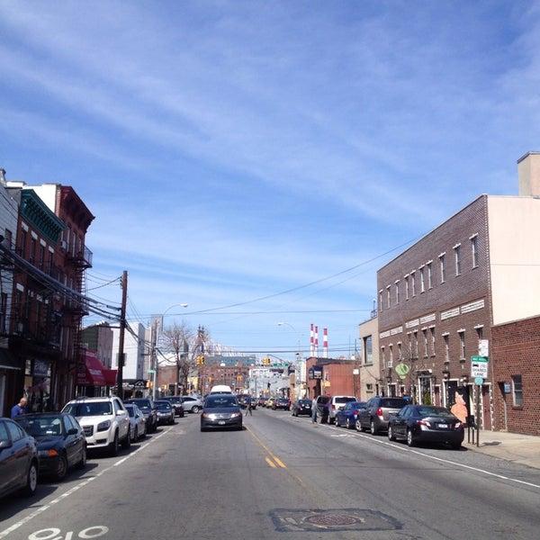 Foto diambil di Communitea oleh Devon C. pada 4/19/2014