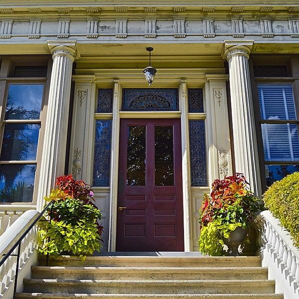 Foto diambil di Wentworth Mansion oleh Mark S. pada 10/12/2014