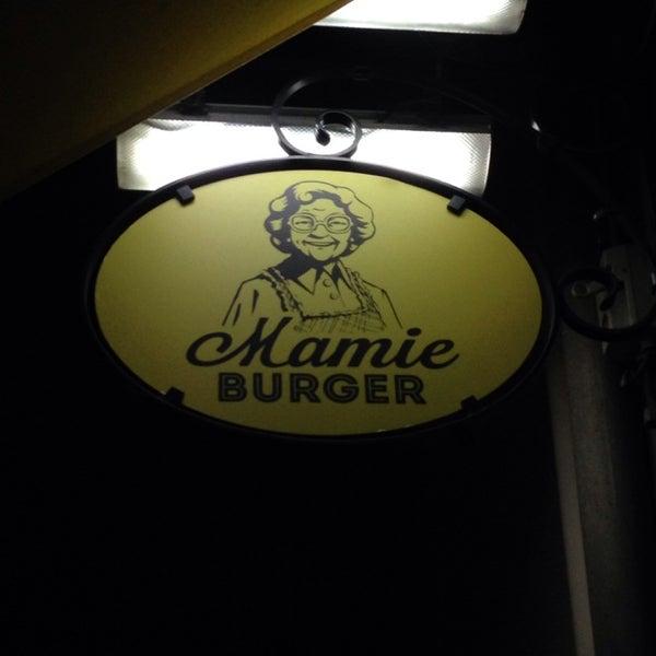 Foto tirada no(a) Mamie Burger Grands Boulevards por Tara T. em 4/5/2014