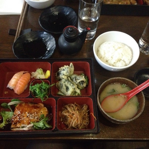 Inviting smell, delicious food, flawless staff, good price. I love you, Banyi!