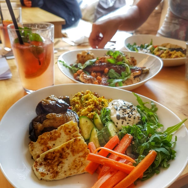 Foto diambil di Mikyna Coffee & Food Point oleh Radka F. pada 7/10/2018