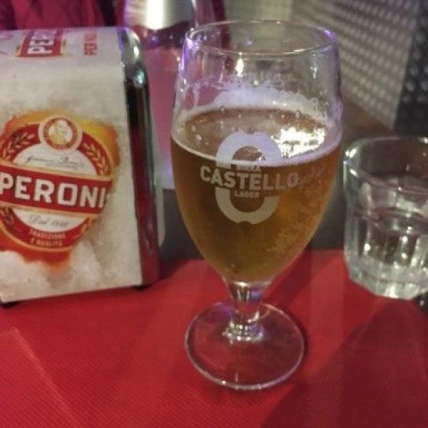 Foto tomada en Pizzeria O' Vesuvio Napoletana Forno Legna por Dan S. el 4/23/2016