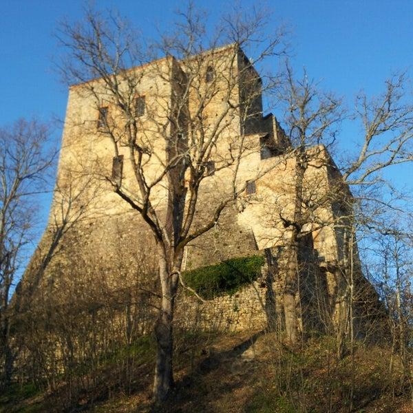 Das Foto wurde bei Castello di Zavattarello von Pino am 3/9/2014 aufgenommen