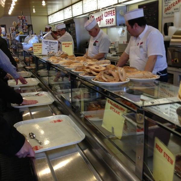 Foto diambil di Manny's Cafeteria & Delicatessen oleh Heather W. pada 3/8/2013