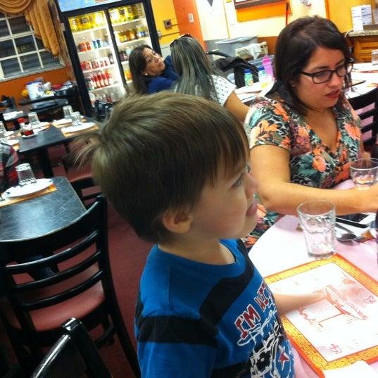 11/4/2012 tarihinde Steven M.ziyaretçi tarafından Chifa Du Kang Chinese Peruvian Restaurant'de çekilen fotoğraf