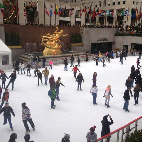Das Foto wurde bei The Rink at Rockefeller Center von ZarifaMG am 1/19/2013 aufgenommen