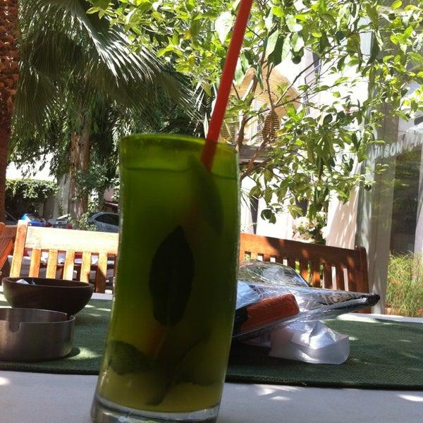 6/28/2013にPinar E.がLimoon Café & Restaurantで撮った写真