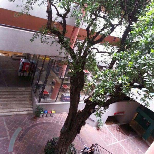 Снимок сделан в Universidad Autónoma de Asunción пользователем Enrique S. 3/16/2013