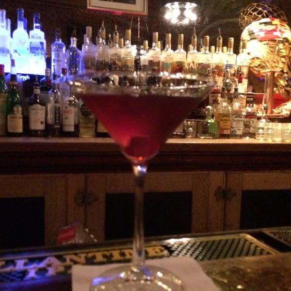 Foto diambil di The Owl Bar oleh Jeff S. pada 11/9/2014