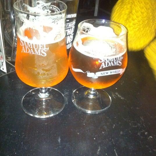 Photo prise au Buddha Beer Bar par Nathan B. le10/30/2012