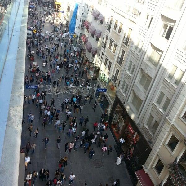 Foto scattata a Demirören İstiklal da Erdem Ç. il 5/11/2013