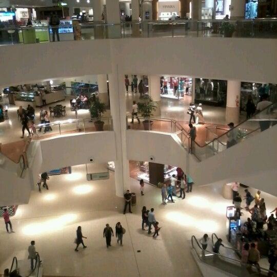 Foto tirada no(a) Shopping Palladium por Jussara L. em 1/16/2013