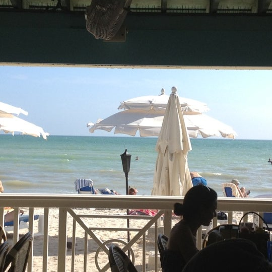 Foto scattata a Southernmost Beach Cafe da Cyndy M. il 12/10/2012