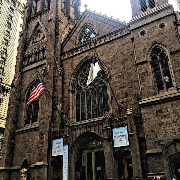 Foto diambil di Fifth Avenue Presbyterian Church oleh Nayely A. pada 7/23/2017