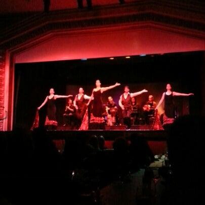 Das Foto wurde bei Palacio del Flamenco von BtasabatR ✏. am 12/30/2012 aufgenommen